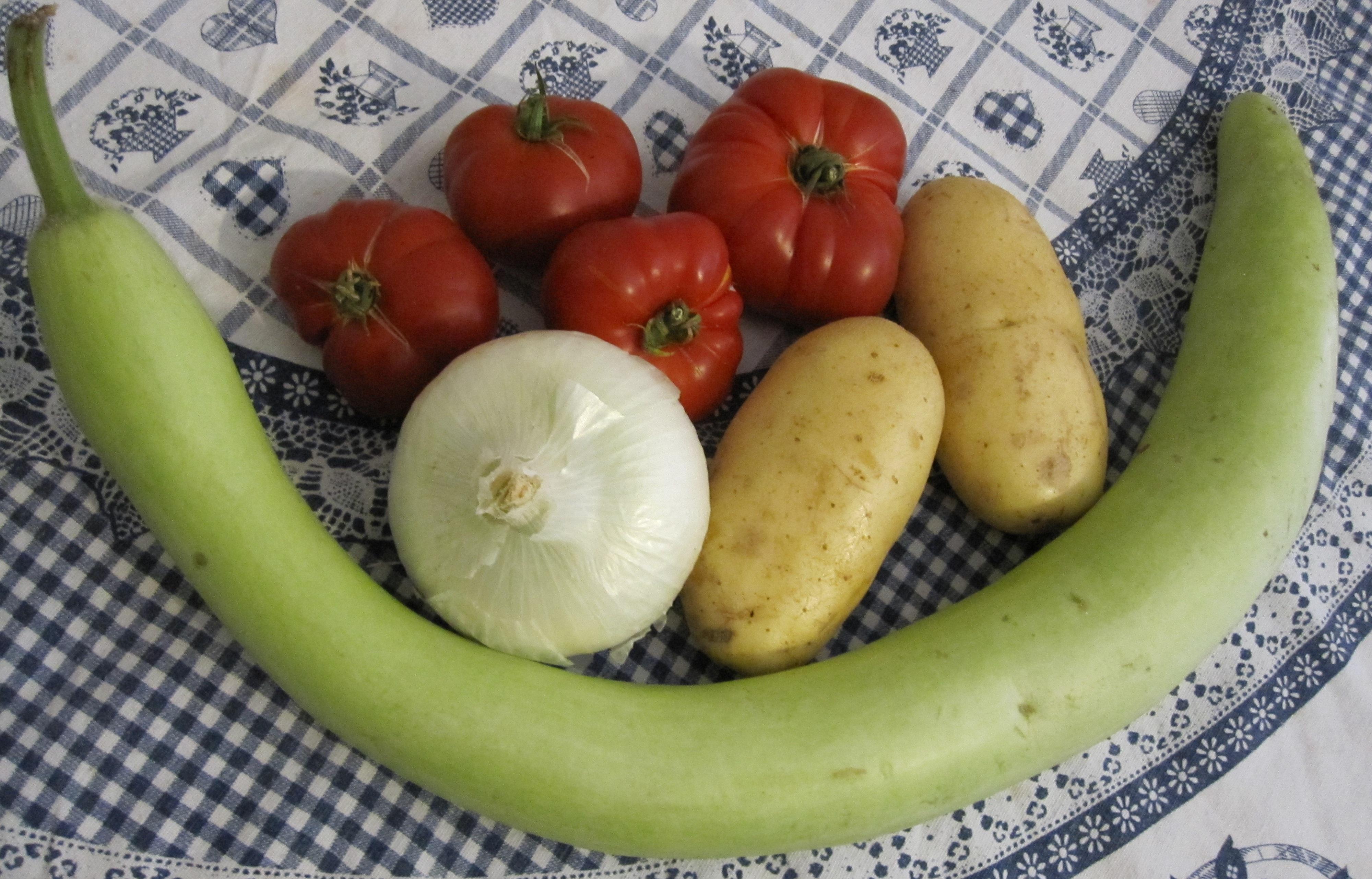 Minestra estiva di zucchina siciliana patate e pomodori for La zucchina