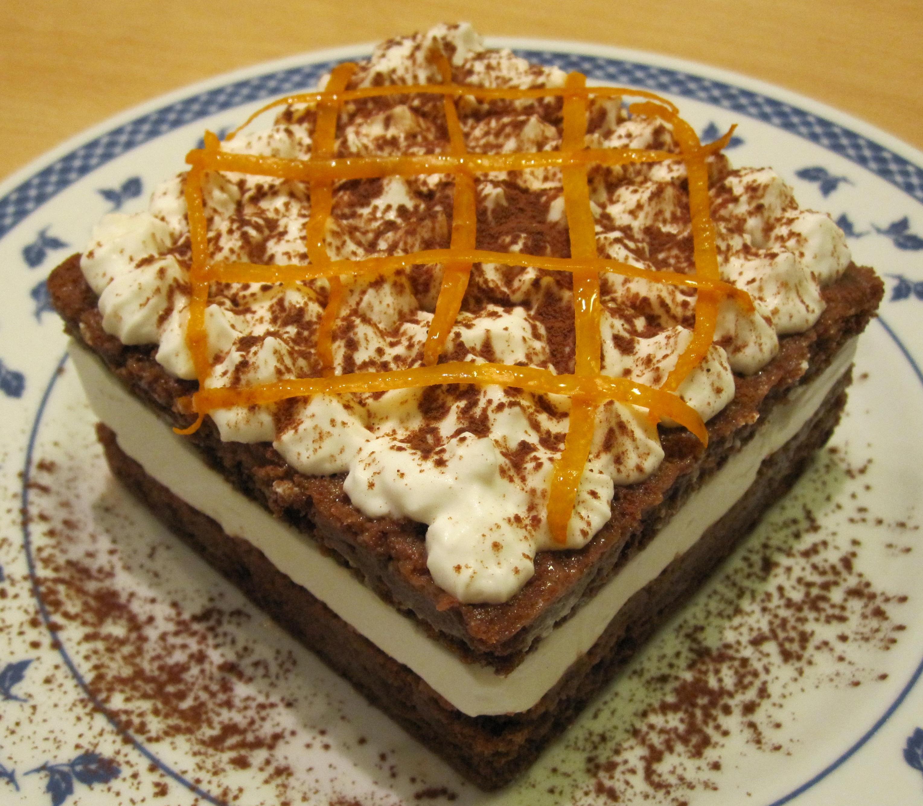 Torta a doppio strato con pan di spagna al cacao, bagna all\'arancia ...