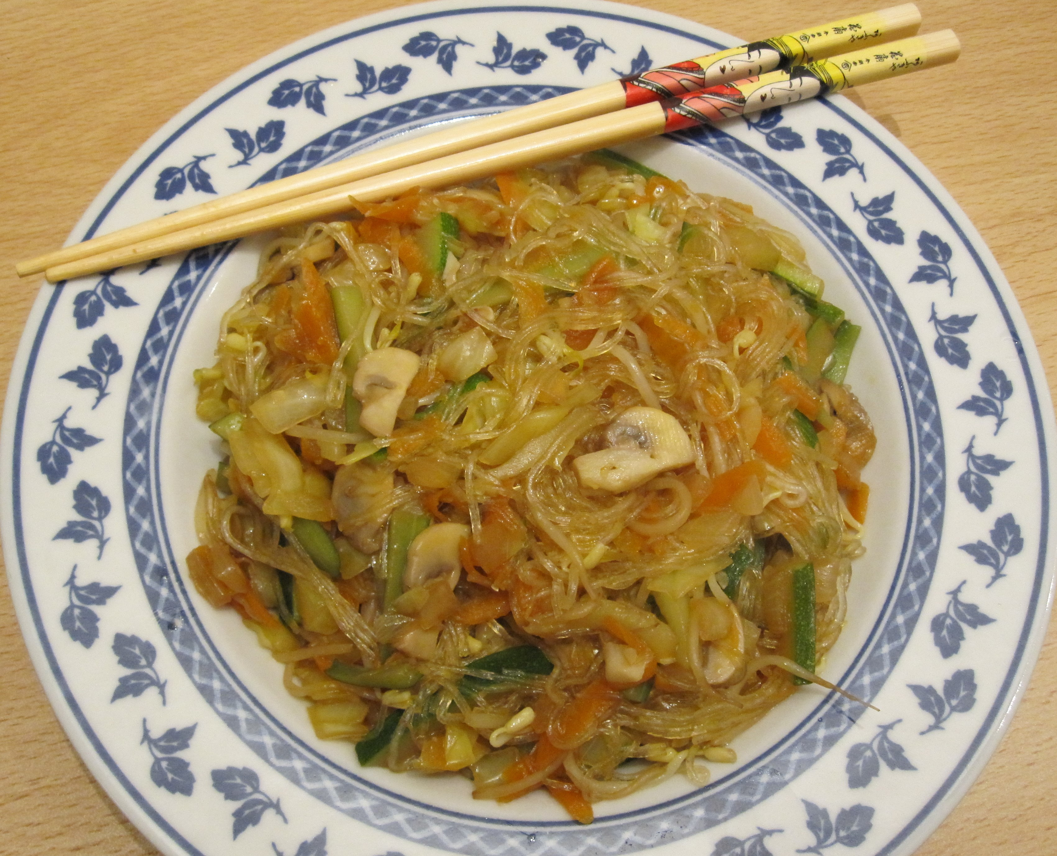 Ricetta Noodles Di Soia.Spaghetti Di Soia In Stile Orientale Con Verdure E Germogli